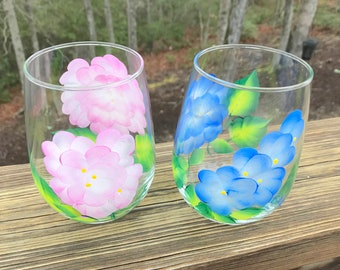 Hand painted  stemless wine glasses hydrangea, floral wine glass, custom wine glasses, bridesmaid gift, mothers day gift, wine tumbler