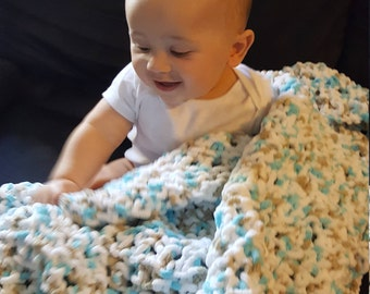 Knitted chunky baby blanket