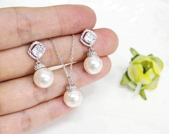 Bridesmaid gift set- pearl necklace, Pearl Earrings, Swarovski Pearl Earrings, cubic zirconia earrings, bridesmaid gift, Maid of Honor Gift