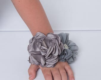 silver corsage, flower corsage, flower girl corsage, prom corsage, mom to be corsage, grey corsage, bridesmaid corsage, mother of the bride