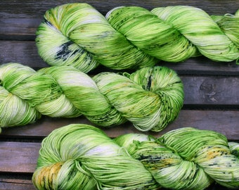"Hand Dyed - ""Slime Green"" - 4ply Sock Yarn - 100g - Merino/Nylon Blend"