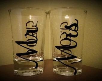 Mr and Mrs Wedding Shot Glass 2 pc SET; Bride/Groom Gift; Wedding; Bridal Shower; Newly Married; Newlyweds; Wedding Couple; Bride and Groom