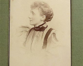 Cabinet card, antique.  Featuring a portrait of a lady, Barry, 7 & 8 Park St. Anlaby Rd. Hull. 1890's.