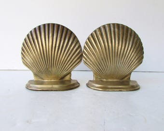 Mid Century Pair of Vintage Brass Shell Bookends - Clam Shell Bookends - Seashell Brass Decor - Scallop Shells - Hollywood Regency Brass -