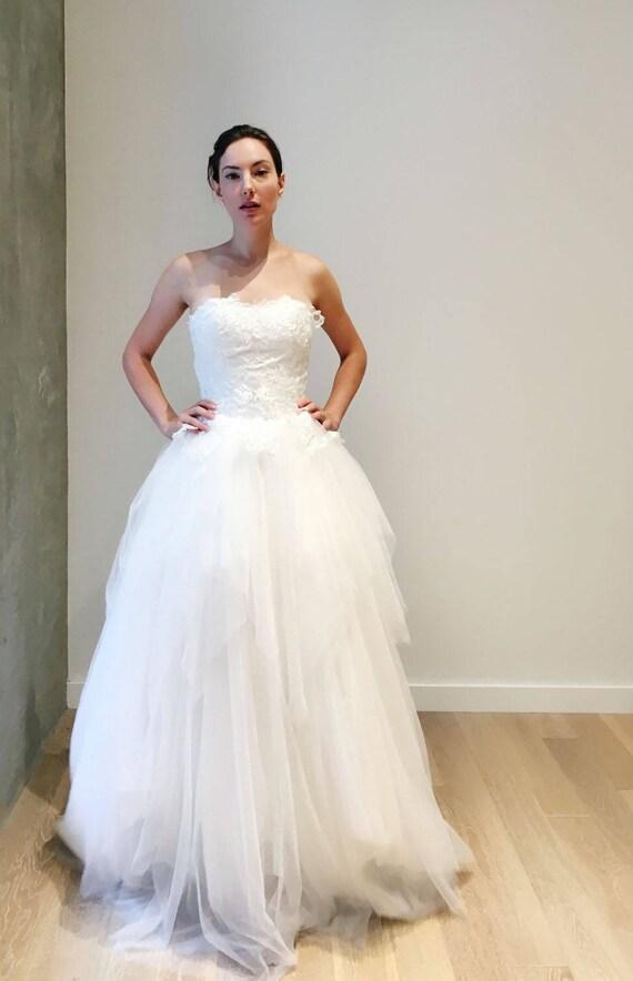 Luftig leichte trägerlosen geschichteten Ballkleid Brautkleid
