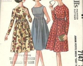 McCalls 7147  Junior Petite Dress    Uncut   Size 3-5