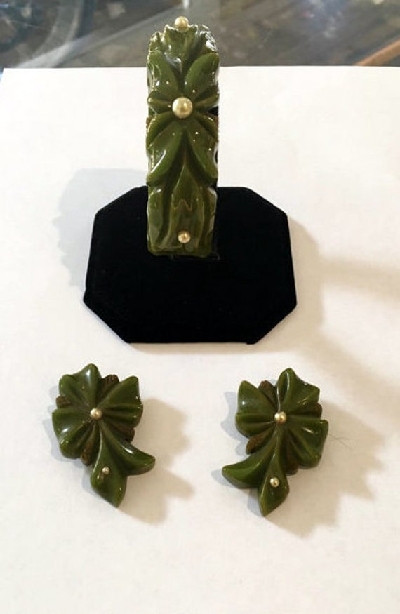 Vintage 1940s 1950s Green Bakelite Pearl Bracelet and Matching Clips
