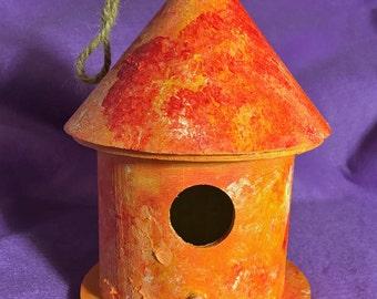 Birdhouse in orange/red