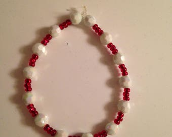 Red and white beaded holiday bracelet