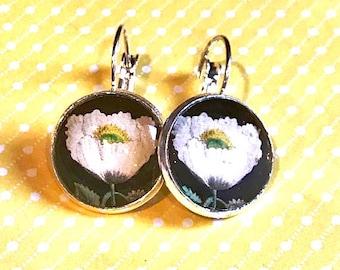 White Flower cabochon earrings - 16mm