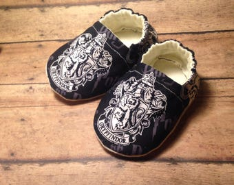 Harry Potter baby, Baby shoes, Harry Potter baby shoes, Baby booties, Crib shoes, Soft sole baby shoes, Harry Potter, Newborn shoes