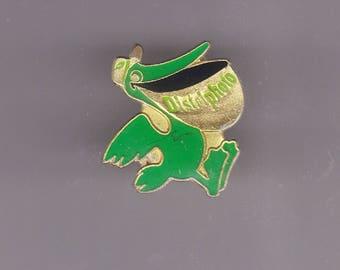 Vintage PELICAN Distriphoto Green Lapel Pin, Enamel Pin, Pinback, Hat Pin, Birds, Oceanic, Sea Bird, Flamingo, Parrot, Seagull, 80s