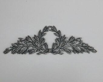 Vintage Laurel Wreath Medallion