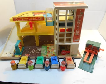 Vintage Fisher Price Little People #930 Action Garage - Parking Ramp Service Center with Service Lift, 4 Automobiles and 4 Peg Figures 1970