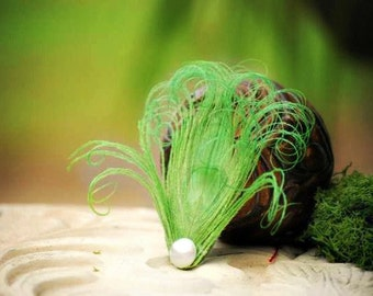 Bridal Lime Green Peacock Hair Clip / Comb / Bobby Pin. Sparkly Elegant Feather Pearl / Rhinestone Accessory. Feminine Girly Teen Statement