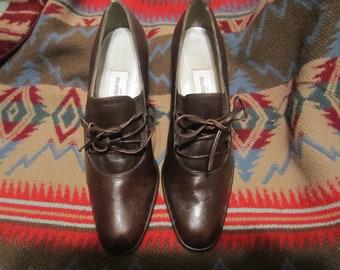 Preoewned Liz Claiborne Brown Tie Up Heels Womens Size 6 M.