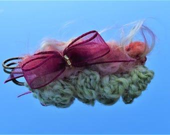 Poupée: art textile brooch