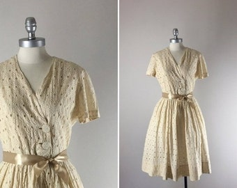 1950s Vintage Dress / 50s Eyelet Dress / Latte in Lace Dress