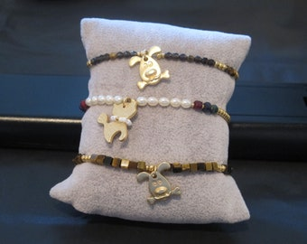 natural stone bracelet with kitty / dog charm