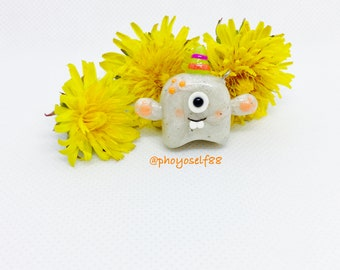 Polymerclay cute monster, kawaii monster, pearly keychain charm