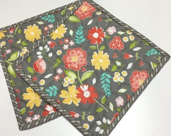 Gray Floral Pot holders-Hot Pads-Modern Kitchen-Quilted (Set of Two) Handmade