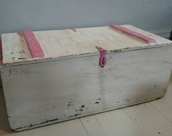 Storage Trunk Garden Box Toy Storage Vintage Solid Wood Hinged Painted  Shabby Cottage Farmhouse Rustic One Of A Kind White Pink LOCAL PICKUP