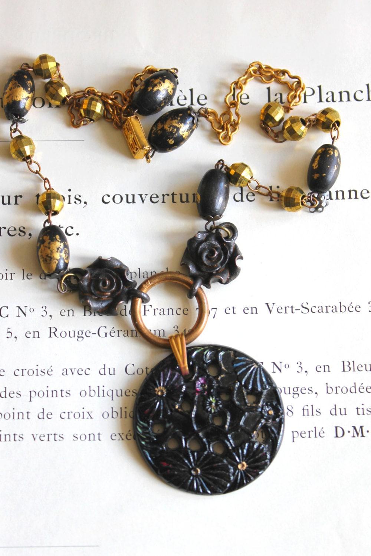 collier art d co pendentif noir style lalique verre. Black Bedroom Furniture Sets. Home Design Ideas