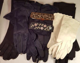 Lot of 6 Vintage ladies gloves & 2 combs with cases