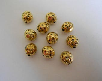 1 set of 5 decorated gold metal oval beads