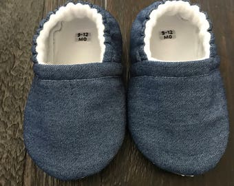Blue jean baby booties // Blue jean crib shoes