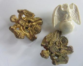 Vintage  Buttons -3  (2) matching brass colored acrylic and 1 off white, eagle design (aug 341)