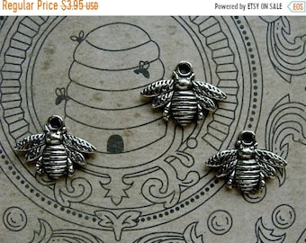 ONSALE Detailed Silver Bees Charms\/ Stampings