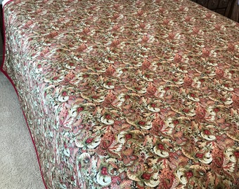 "Paisley Queen Sized Quilt (Reds/Beiges) 80"" x 100"""