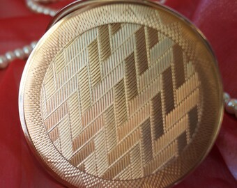 A most unusual and stylish vintage gold metal powder compact, with zigzag and geometric detail.  So collectible!