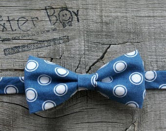 Ready-to-Ship --- SIZE SMALL Blue bow tie with big white circles, little boy bow tie - photo prop, wedding, ring bearer