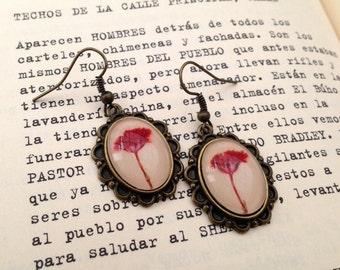 Real flower Earrings, red flower earrings,  gardeners gift, pressed flower earring, terrarium jewelry, red earrings, cute earrings unique