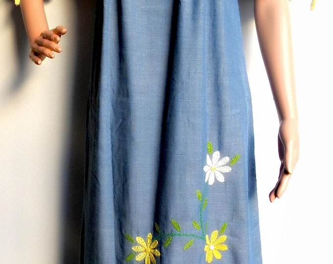 Maxi mexican dress with lovely embroidered yellow flowers.
