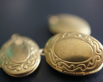 Raw Brass Simple Oval Shape Locket with S Border - 16mm x 21mm - 4 pcs
