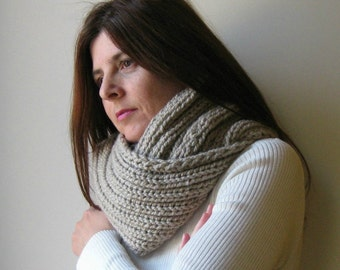 Cowl Knitted in Beige Wool - Hand Knit, Chunky Circle Scarf, Loop Scarf, Mens Cowl, Womens Scarves, Wrap Scarf, Neck Warmer, Winter Scarves