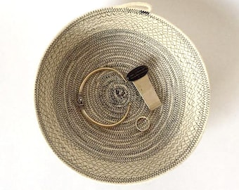 Small Nestle Rope Basket