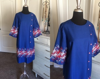 Vintage 1960's Blue Cotton Dress with Floral Embroidery Large