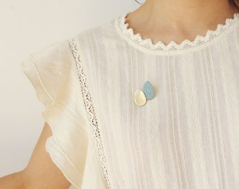 Broche gouttes cuir or et bleu pastel (bijou romantique poétique l'indiscrète )
