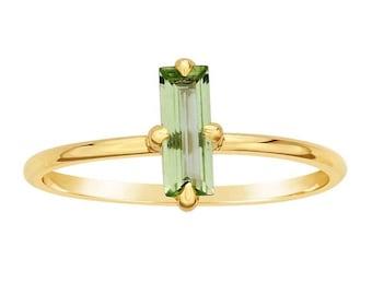 14K Gold Peridot-Baguette-Ring, Birthstone Ring, stapelbar, schmale Band, 14K Gelb Gold Aussagering, Geschenke für Sie