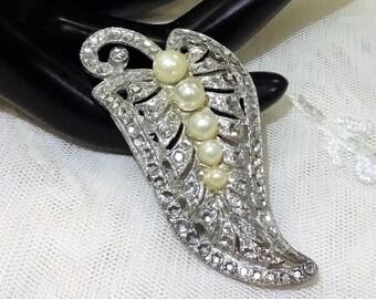 Pretty Vintage Faux Pearl and Faux Rhinestone Brooch