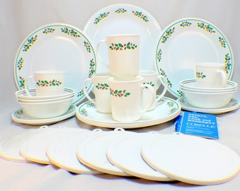 1984 Corelle Holiday Set 31 Piece Holly Days 6 Place Settings Christmas Lot & Corelle holly days | Etsy