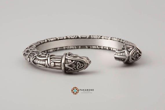 viking bracelet with odin 39 s ravens hugin munin. Black Bedroom Furniture Sets. Home Design Ideas
