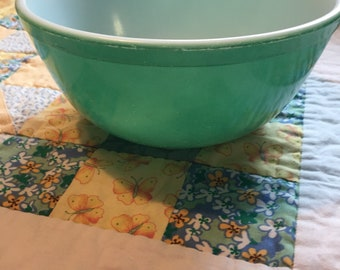 Vintage 2 1/2 Quart Mixing or Serving Bowl Green Pyrex #403 Made in The USA