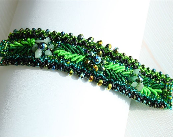 Hand beaded green bracelet, double magnetic clasp, weaving leaves green 7 inches #109