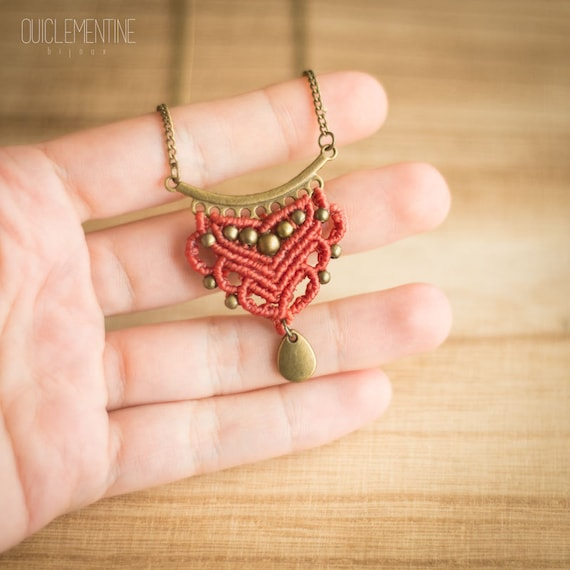 Salmon macrame necklace