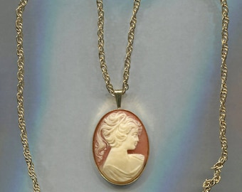 Plastic Cameo In Gold Tone Frame & Chain